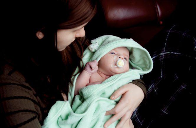 Il parto e i primi giorni a casa con un neonato: la mia esperienza con una doula